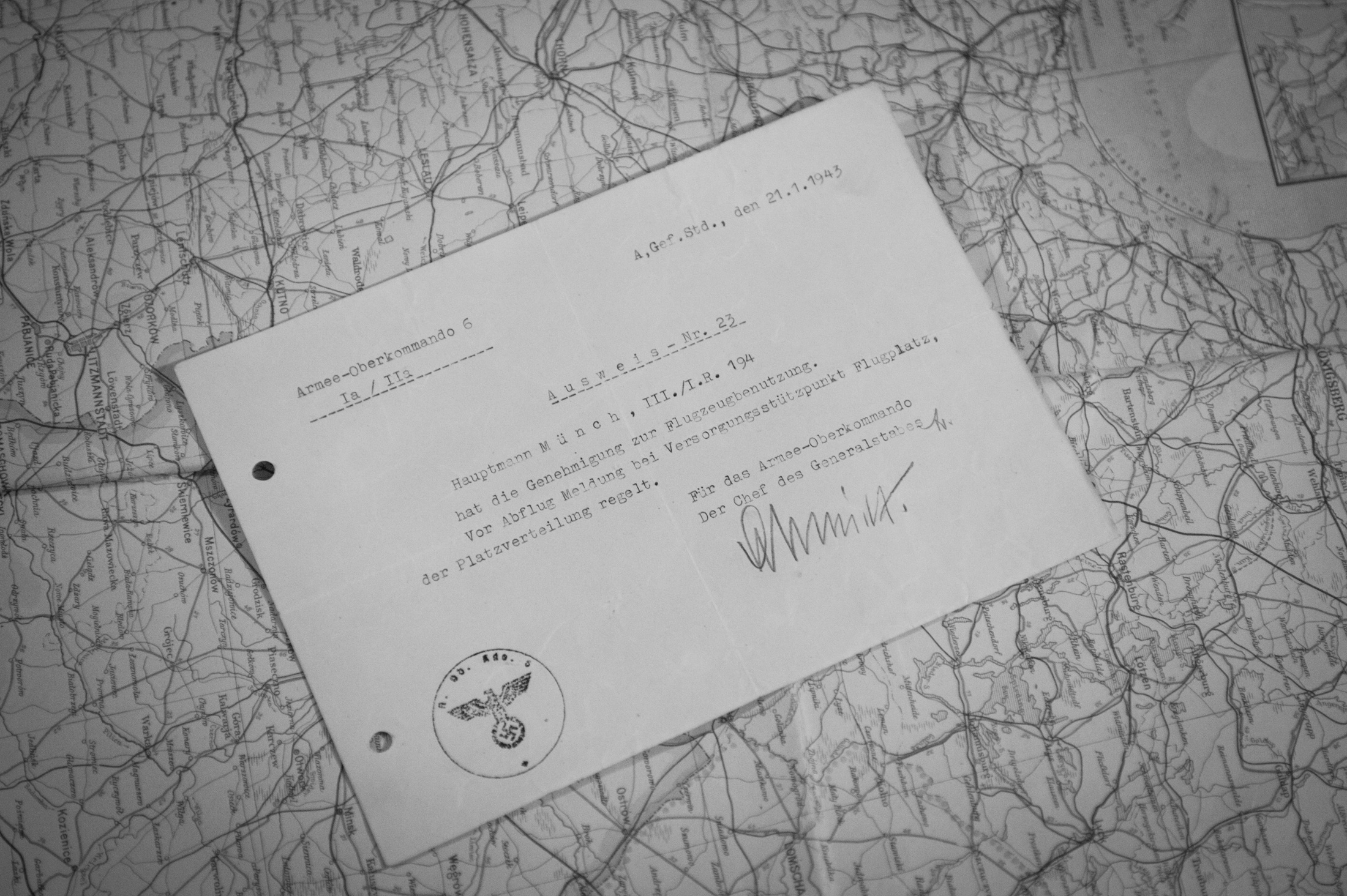 The certificate that authorized Münch to leave Stalingrad by plane. Dated January 21, 1943, it was signed by Sixth Army Chief of Staff Lieutenant General Arthur Schmidt .